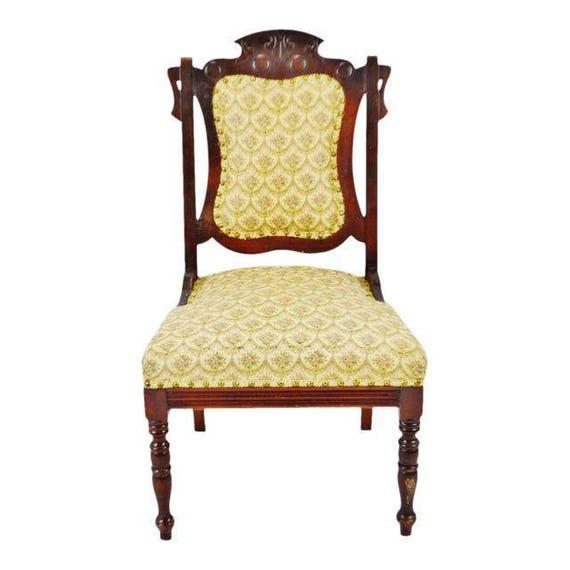 Enjoyable Victorian Upholstered Accent Chair Creativecarmelina Interior Chair Design Creativecarmelinacom