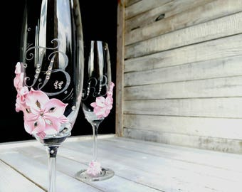 Baby pink PERSONALIZED wedding FLUTES, Mr and Mrs wedding glasses, Glasses for couple, Engraved wedding gift,  Toasting flute flutes