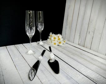 Best wedding gift toasting flutes with butterflies and cake cutting set, Etched personalised flutes toasting, high quality metal set