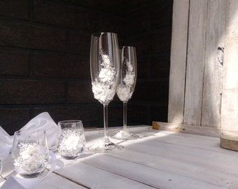 silver and white wedding glasses, wedding champagne flutes, shot glasses, winter, personalized Mr & Mrs Set, 4 pcs