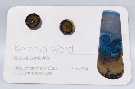 Handmade Glass Stud Earrings little brown and beige pressed glass flowers hypoallergenic surgical steel SRA J57 Lampwork