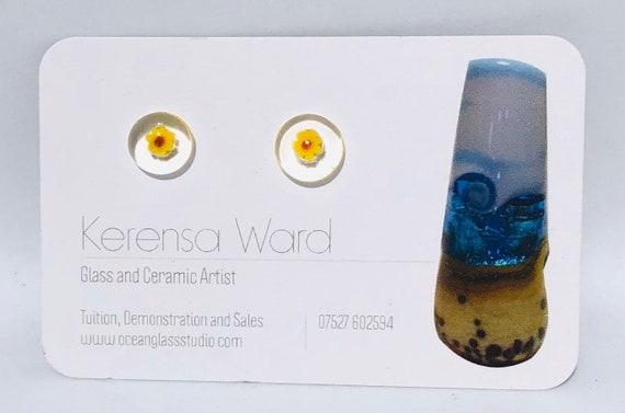 Handmade Glass Stud Earrings beautiful yellow and red flower under a clear lens murrini italian SRA J57 Lampwork