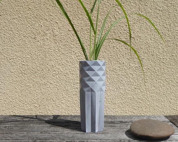 vase origami design g ometrique minimaliste en b ton objet etsy. Black Bedroom Furniture Sets. Home Design Ideas