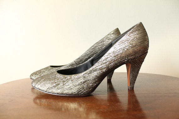 1980s Vintage Gold Shimmer Pumps