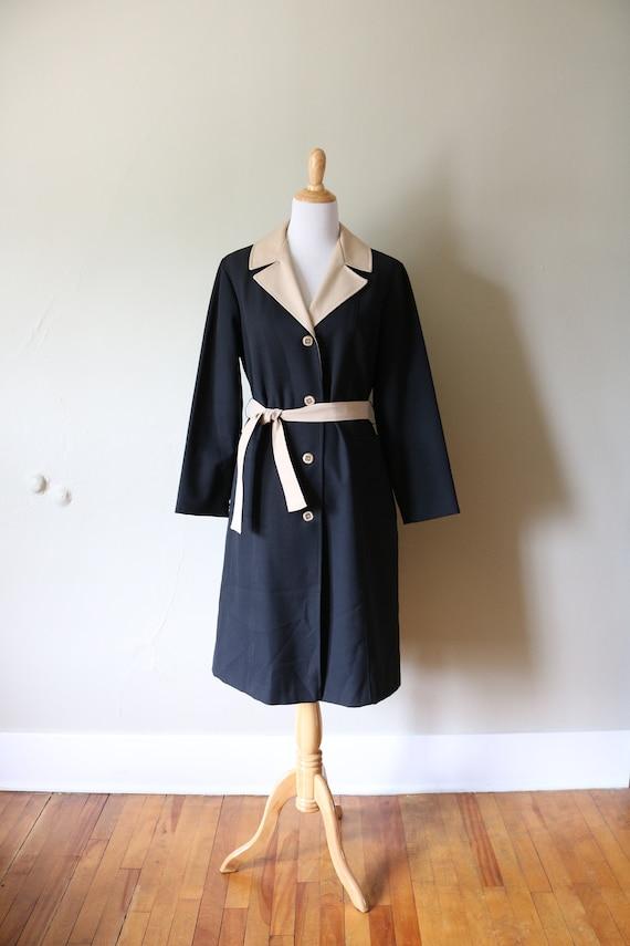 1970s Vintage Black and Tan Mod Trenchcoat
