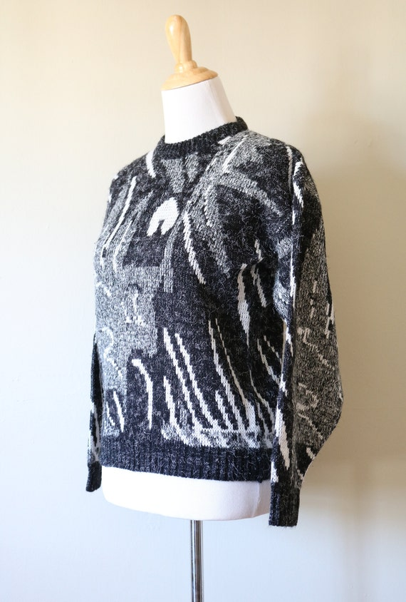 1980s Vintage Geometric White, Black, and Gray Sw… - image 3