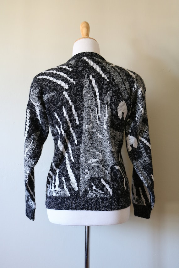 1980s Vintage Geometric White, Black, and Gray Sw… - image 5
