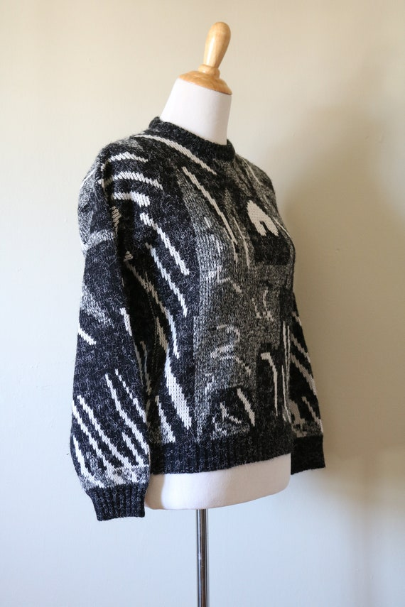 1980s Vintage Geometric White, Black, and Gray Sw… - image 4