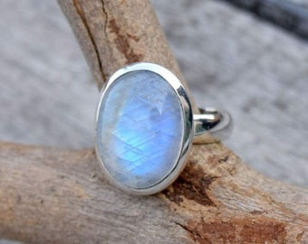 Beautiful Moonstone ring, Stone ring, Silver ring, Rainbow ring, 925 sterling Silver ring,Moonstone,Moonstone Silver ring,Boho Band Ring