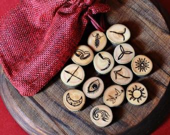 Runas de la bruja de madera de olivo. Adivinación. 13 runas. Wicca. Runas pequeñas de viaje