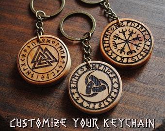 Vegvisir, Valknut y Cuernos de Odín con runas. Llavero Vikingo de madera personalizado. Amuleto protección. Talismán nórdico