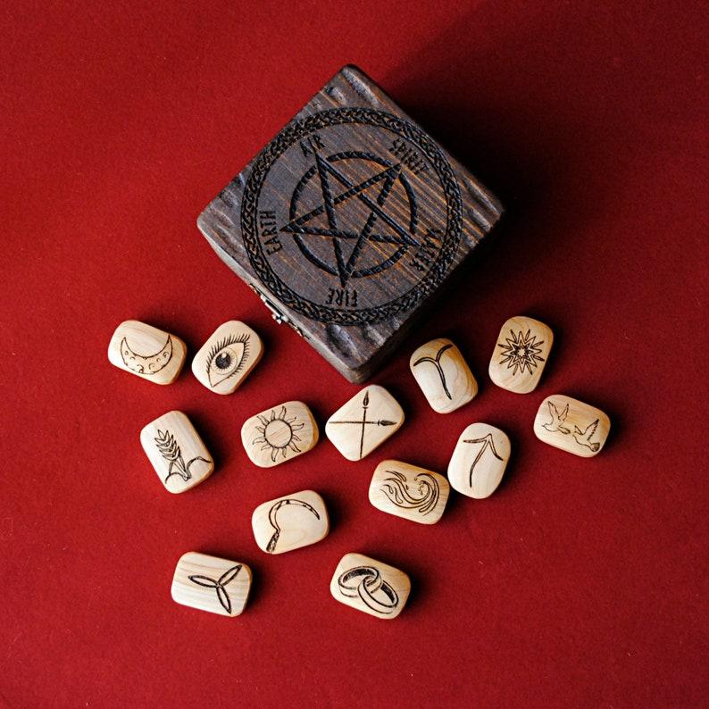 Runas de la bruja. Adivinación. 13 runas. Wicca. Bruja image 0