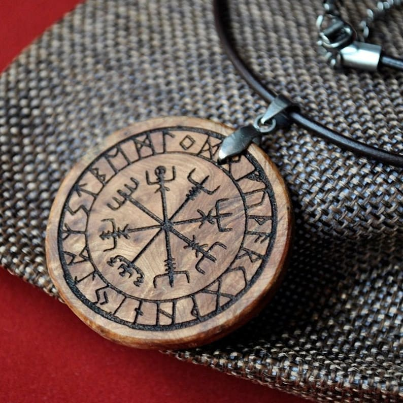 Vegvisir. Protective Nordic talisman pendant engraved with image 0