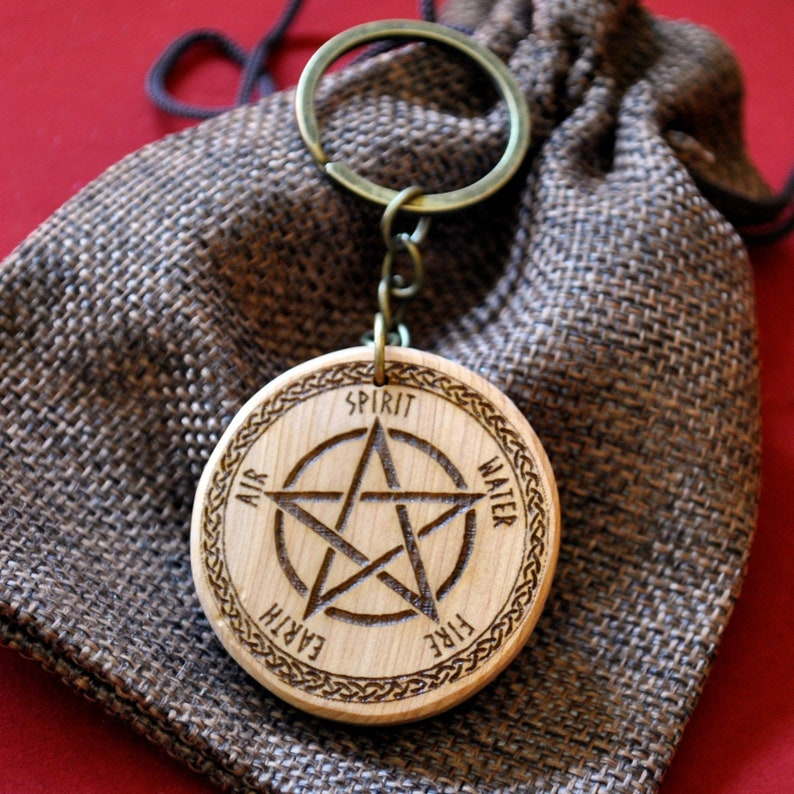 Pentacle Wicca. Pyrography Juniper Wood Keychain. Personalized image 0