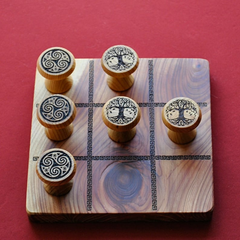 Tic tac Toe. Game of three stripe in wood of Sabina with image 0