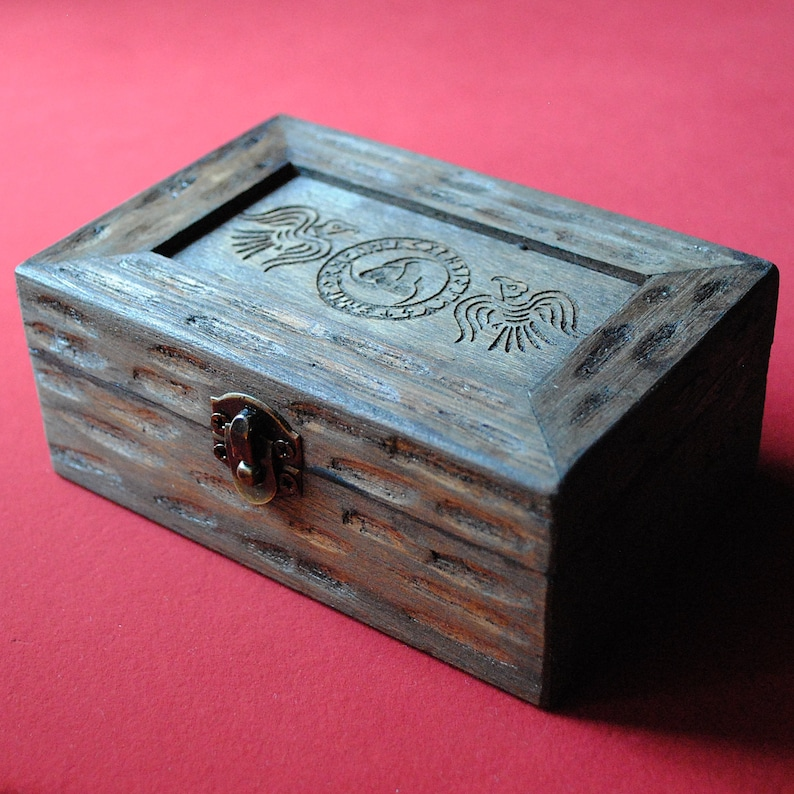 Viking box with Hugin and Munin crows and Odin's horn image 0