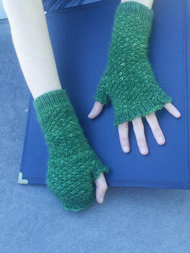 Knitting Pattern: Star Stitch Mittens  Instant PDF Download image 0