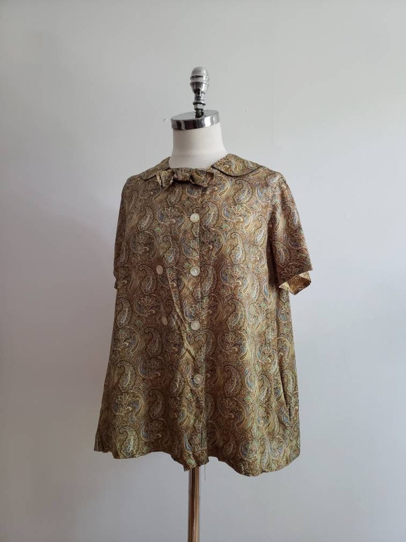size mediumlarge ML 1970s paisley print button up short sleeve blouse with collar and bow Vintage 70s bohemian boho summer tent top
