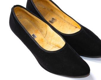 c9283e47d2f Vintage Black Velvet Kitten Heels