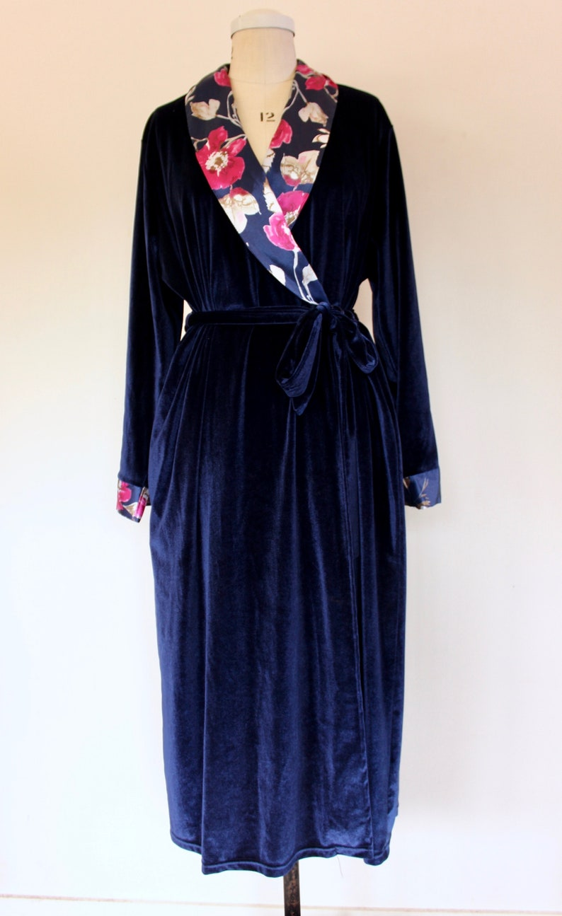 Nightwear 90s VTG Size Large Robe* Navy 47 Bust Long Robe Floral Large Robe Dressing Gown Monet/'s Blue Wrap Women/'s Robe