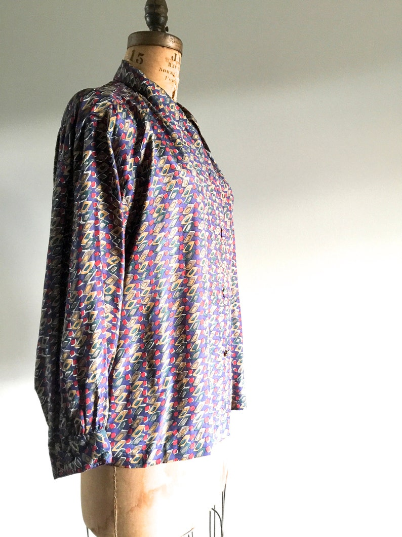 Lazy Day Vintage New Zealand Made Size 8-12 US  10-14 UK Vintage Shirt All Silk Blouse 1990s Womens Vintage Blouse