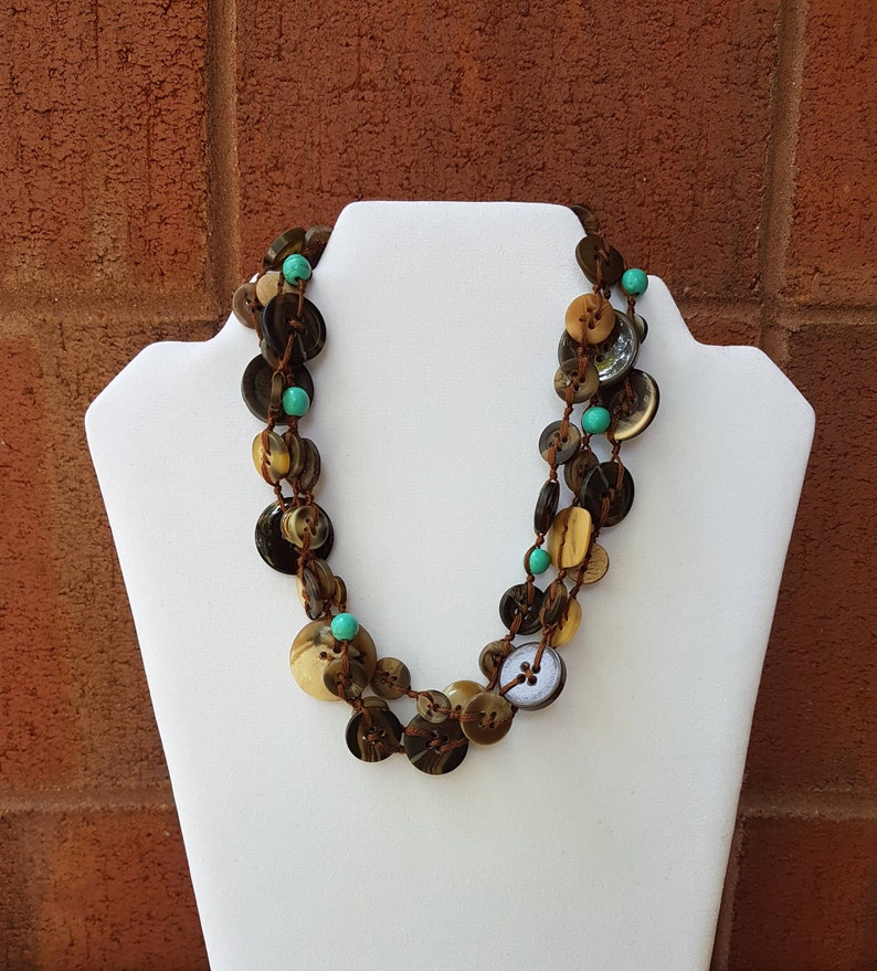 Brown and Pearl buttons necklace turquoise