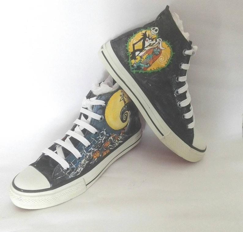 a1cbc85db3 Zapatillas tipo converse pintadas a mano Jack & Sally. | Etsy