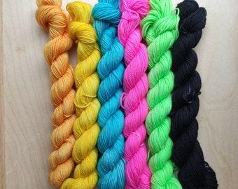 Black Sheep of the Family - 6 x 20g Mini Skein Set Rainbow - Elegant Fingering Sock Yarn – Superwash Merino Nylon SPECKLED