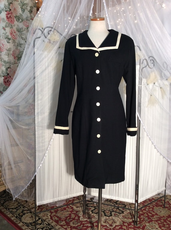 Vintage 1980's Eileen West black and ivory coat dr