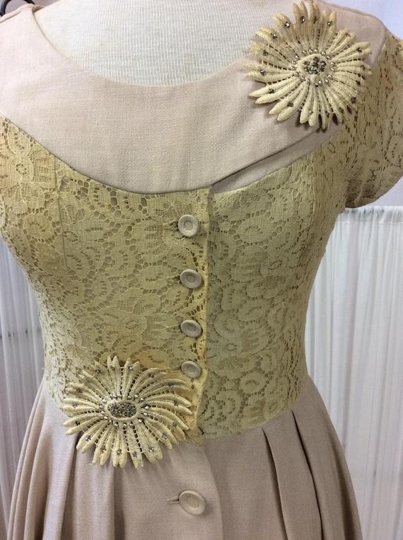 1950's Linen& Lace summer dress, light yellow day… - image 2