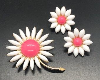 Vintage CROWN TRIFARI  Pebble Beach Pink Brooch and Earrings Set