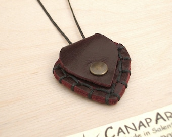 PLECTRUM HOLDER genuine leather Handsewing necklace Man Woman Bass Guitar. Canapart