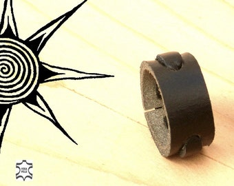 Handcrafted men's leather ring. Canapart, Inc.