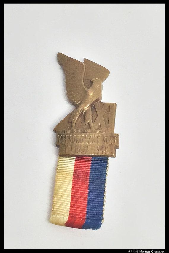 Antique RARE 1948 Vsesokolsky Slet tchèque Sokol Falcon Badge  2ba44bfb781