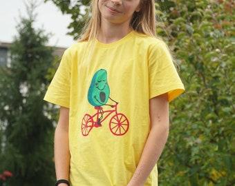 FAIRTRADE Kinder T-Shirts Avocado auf Fahrrad - gelb / kids shirt avocado on a bike - yellow HANDPRINTED