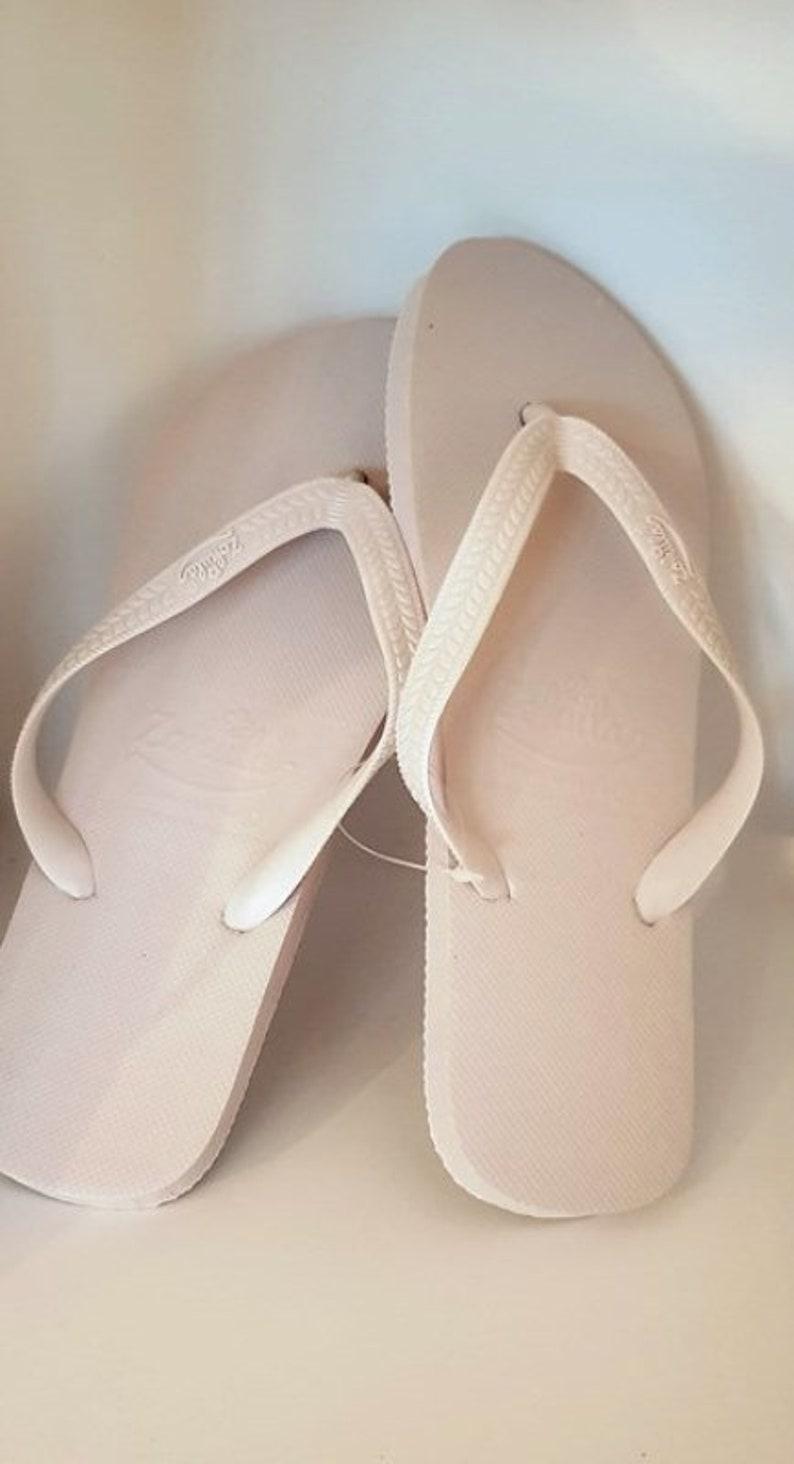 628e7228e0135 Flip Flop Box 10 pairs of white flip flops for wedding
