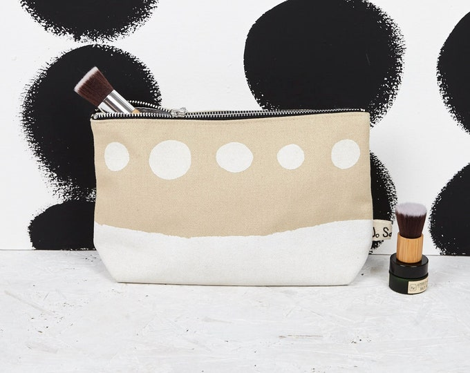 "Makeup Bag with white ""Scenic"" print"