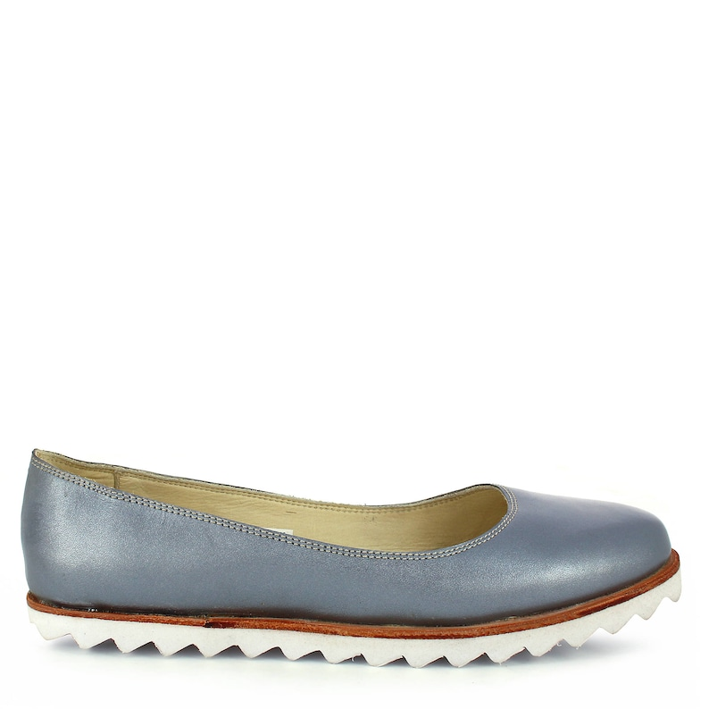 9d9d3f70f15f9 Oncextrees Flats in silver