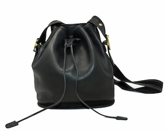 65085b53d4b6 Vintage Coach Lulu s Legacy Drawstring Bucket Bag Style No. 9952 in Black  Glove-Tanned Leather