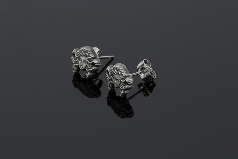 Medusa stud earring antique silver new