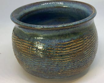 Ceramic small bowl with pattern