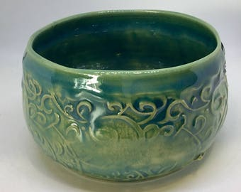 Ceramic bowl with pattern