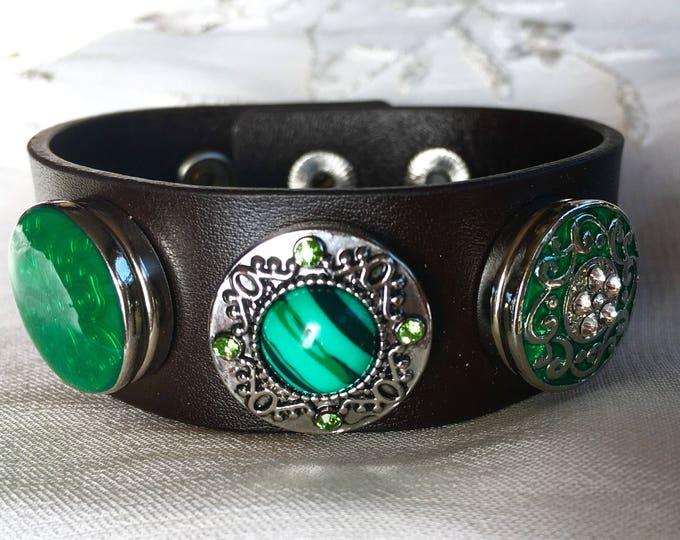 Brown Leather Bracelet, Jade Green Snap Buttons, Noosa Style Bracelet, Chunks, Poppers, Charm Bracelet, Noosa Snaps
