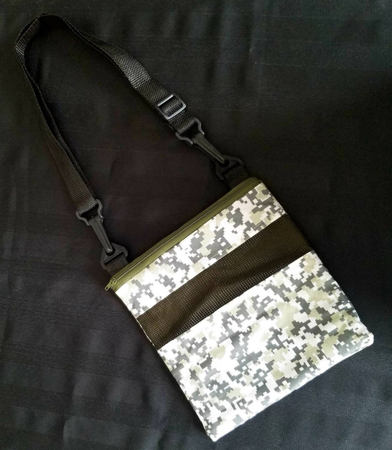 Large bonding pouch with adjustable strap for sugar gliders and other small animals Premade
