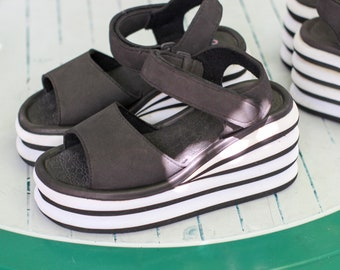 117e9db309a New Vintage womens Platform Sandal 90s black and white size EU 36 foam  rubber Platform sandals 1990 oldschool sandals