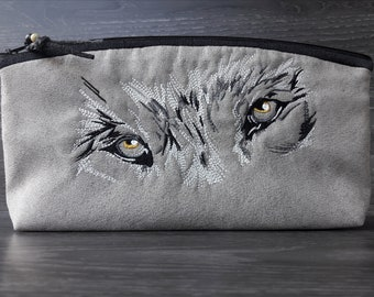 cosmetic bag, utility pouch *** ambroidered Wolf ***