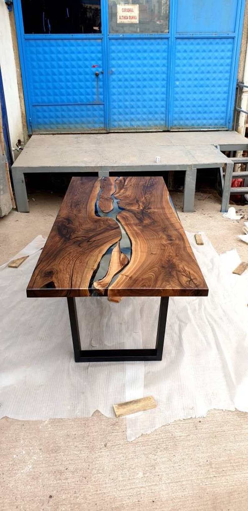 Clear Resin Walnut Table for Kitchen