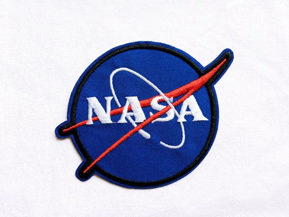 Patch Ecusson Logo NASA Astronaute Worm Rouge sur Blanc Thermocollant