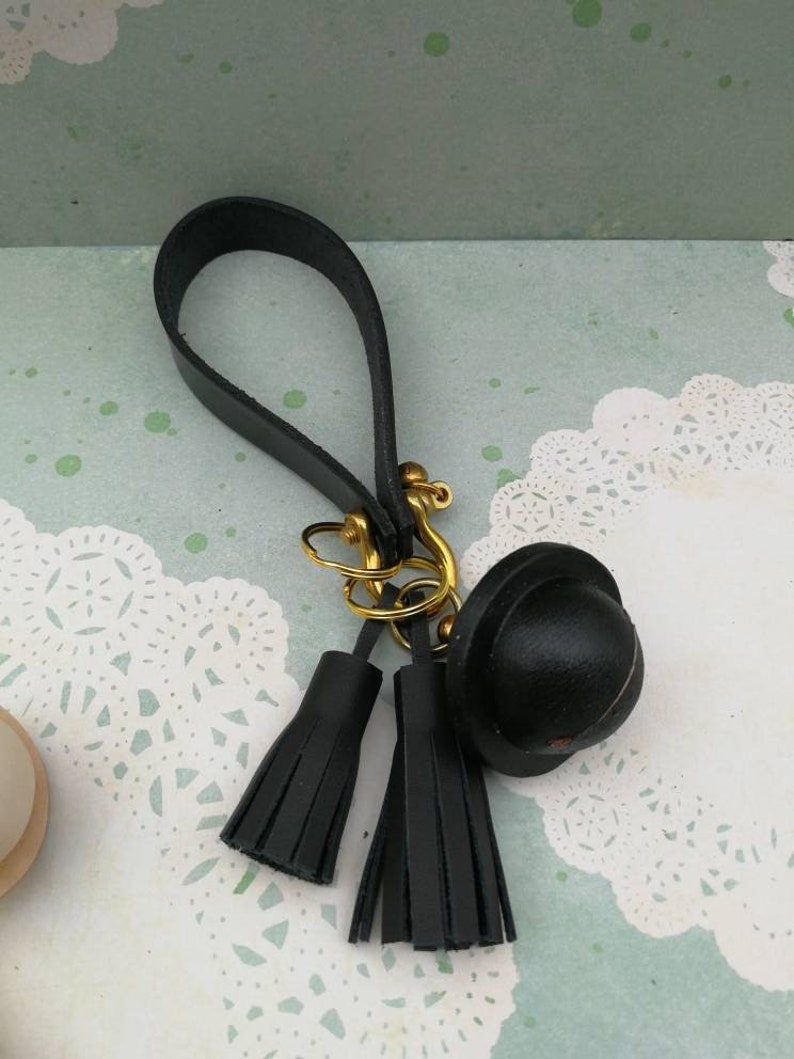 004-Veg-tanned leather bell key-chain