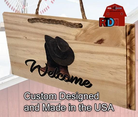 """petite plaque de bienvenue rustique naturel bois Bienvenue signe paire de bottes et chapeau de Cowboy 10 """"W x 5 1/2» H avec de la corde rustique avec de la corde rustique"""